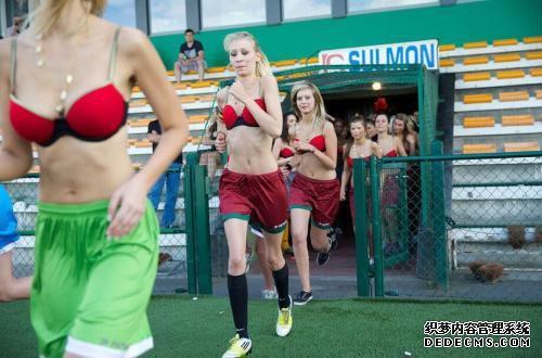 每日游戏一刻:比利时小姐内衣足球赛 大球小球汹涌碰撞